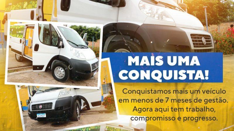 Prefeito Junior Garimpeiro recebe veículo para ações da Secretaria Municipal de Agricultura